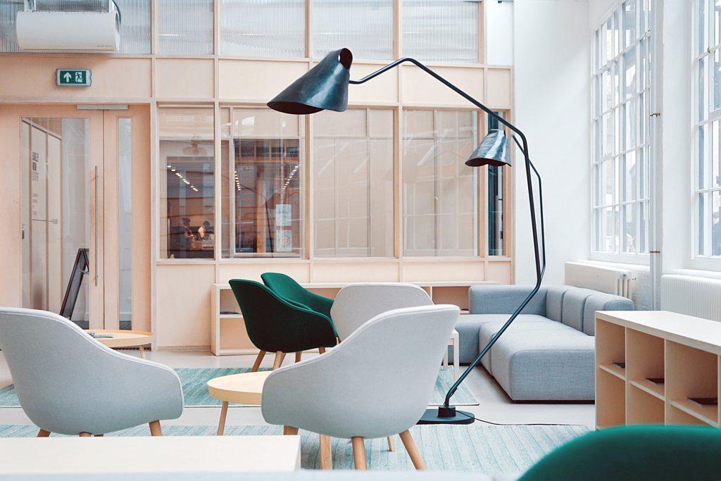 Solidne meble tapicerowane dla biura – co jest w nich ważne