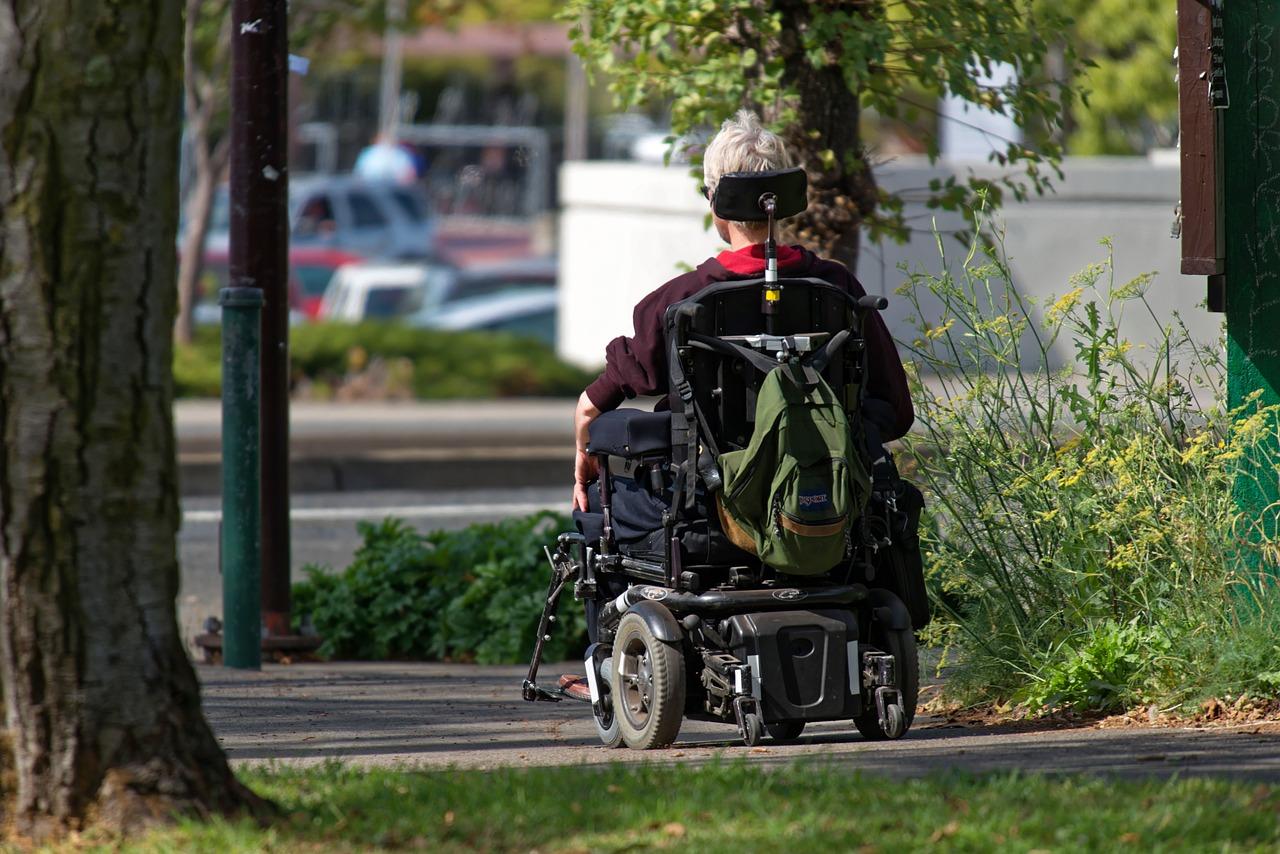 Na co zwrócić uwagę kupując wózek inwalidzki